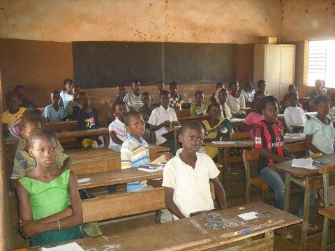 Des candidats au CEP (Centre de Pissy A, Ouagadougou)