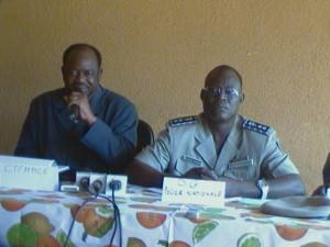 Le DG de la police nationale avec le conseiller technique du MMCE. Ph. B24