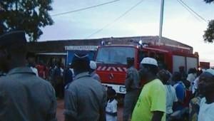 Camion de pompiers à l'entrée Est du marché de dassasgho. Ph. B24