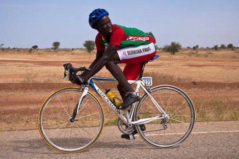 Cycliste burkinabè. Photo: asvillemurcyclisme