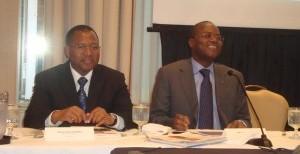 Les Ministres Arthur Patiendé Kafando et Salif Lamoussa Kaboré ( de gauche à droite). Photo: Burkina24