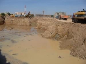 Un fossé qui servira sans doute pour la fondation des bâtiments administratifs. Photo: Burkina24