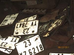 Fausses plaques d' immatriculation. Photos Burkina24