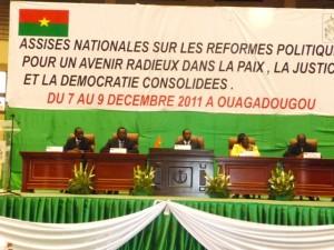 Le présidium de la clôture des assises nationales. Au centre le président Blaise Compaoré. Photo:Burkina24