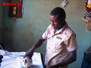 Moumouni Sawadogo en plein travail (Ph : Burkina 24)
