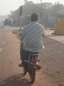 De plus en plus, les conducteurs de motocyclettes deviennent rares à Ouagadougou (Ph : B24)