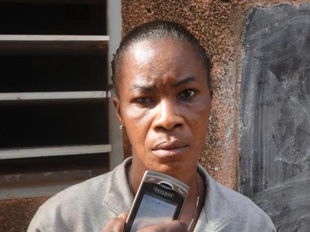 Pour cette locataire, en Côte d'Ivoire, c'est le bailleur qui fait vider les toilettes (Ph : B24)