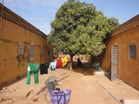 La vidange des toilettes constitue des points de discorde dans plupart des cours communes à Ouaga (Ph : B24)