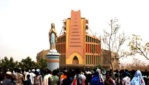 L'église du SNDY sera dédicacée le 9 février 2013 par le Nonce apostolique, Mgr Vito Ralo, représentant du Pape Benoît XVI  (Ph : lefaso.net)