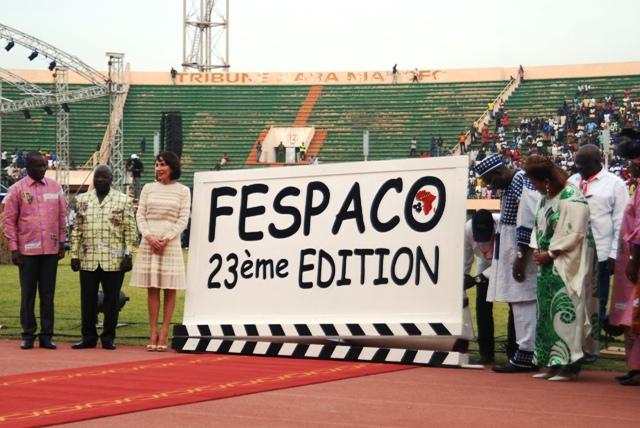 Le premier ministre aux côtés des premières dames du Burkina et du Gabon pour donné le clap de départ. Ph.B24