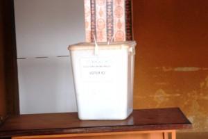 Une urne au bureau de vote 4 au lycée Saint Viateur à l'arrondissement 10 (Ph : B24)