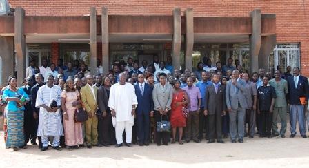 Une photo de famille avec le Président de l'Assemblée nationale. Ph.B24