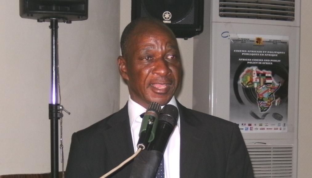 Clément Tapsoba est le Coordinateur des questions de rencontres professionnelles, des publications et des débats forum
