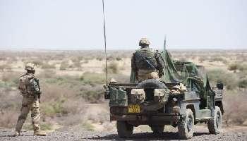 Des soldats français en opération le 9 mars 2013 à Gao. © AFP/John Macdougall