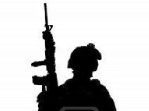13107018-silhouette-d-39-un-soldat-americain-avec-une-carabine