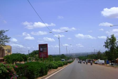 Le Boulevard de la Révolution/Bobo-Dioulasso. Photo B24