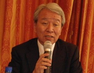 Le président de la JICA, faisant le bilan de son séjour aux journalistes. Ph.B24