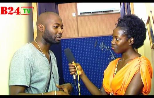 Moussa Xlim au micro de Stella Nana. Ph. Burkina 24