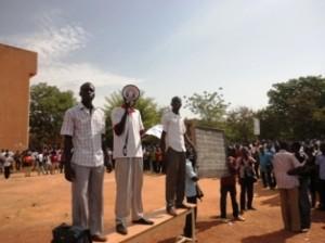 Les militants de l'ANEB ont exprimé ce qu'ils pensent au Premier  ministre (Ph : B24)