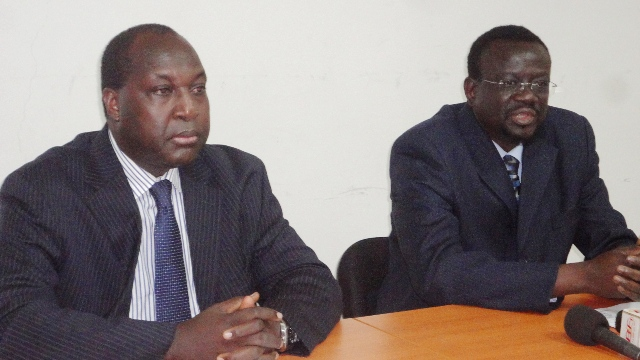 Me Bénéwendé Sankara (à d.)