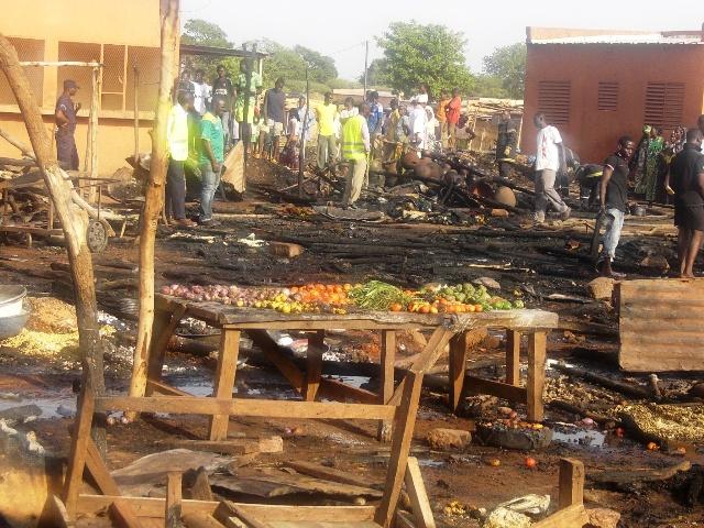 Une partie du marché incendié (Ph : B24)