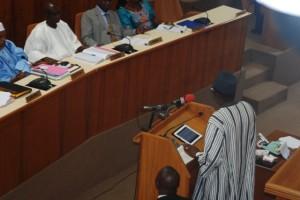 """Luc Adolphe Tiao à l'Assemblée nationale : """"« le Burkina avance lentement, mais sûrement vers le progrès » (Ph : B24)"""