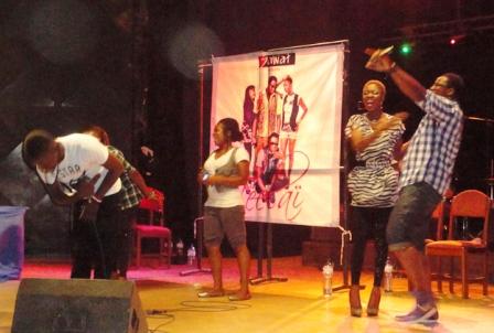 Le groupe sur scène. Ph.B24