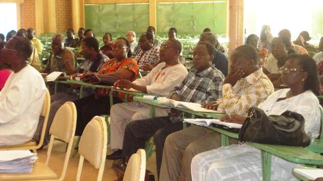 le ministre a lancé un appel aux chefs d'établissements,  syndicats et enseignants (Ph :  B24)