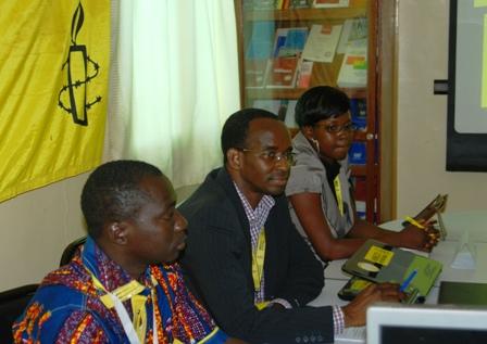 Roger Minoungou, Yves Traoré et Noëlie Kouaraogo face aux journalistes ce mardi 07 mai. Ph.B24