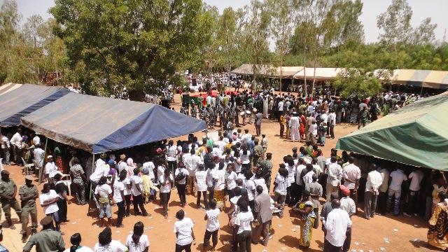 Les populations sont sorties nombreuses pour assister à cette cérémonie (Ph : B24)