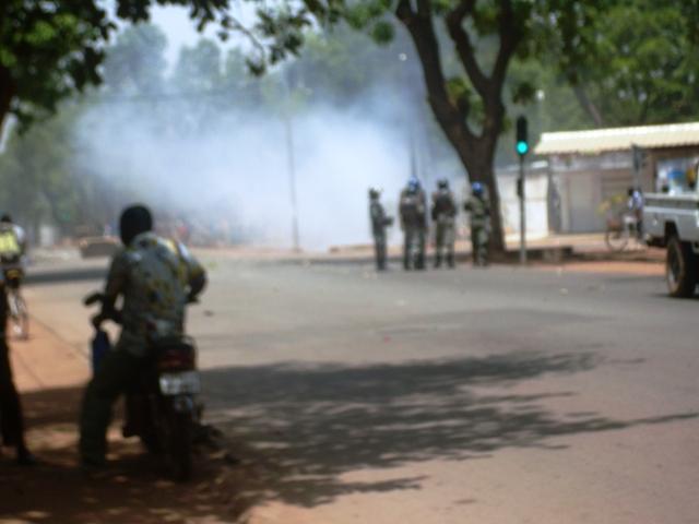 Les alentours du Lycée Philippe Zinda Kaboré dans la fumée des gaz lacrymogènes (Ph : DR)
