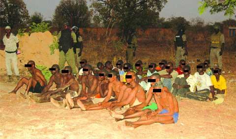 Les 68 prévenus lors de l'opération conjointe des forces de défense et de sécurité  (Ph : Lefaso.net, 22 mars)