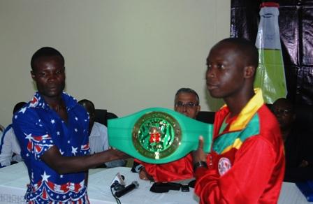 Alexis Kaboré dit Yoyo et son adeversaire, le Ghanaen Prosper ANKRAH. Ph. B24