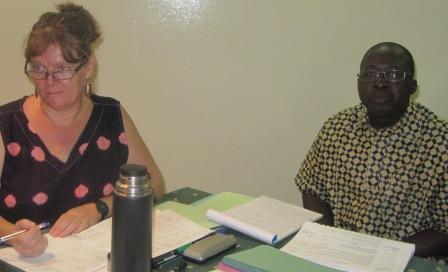 Les deux modérateurs de l'Atelier: Vikki Grime (Coordonnateur sortant du programme GENOVICO, Niger)  et Augustin Cissé (Président ORFED, Mali). Photo.B24