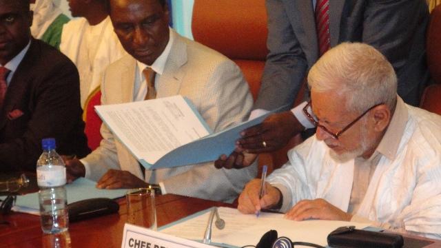La délégation du MAA et du CMFPRC signant l'accord (Ph : B24)