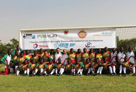 L'équipe nationale de rugby avant leur départ à Niamey.