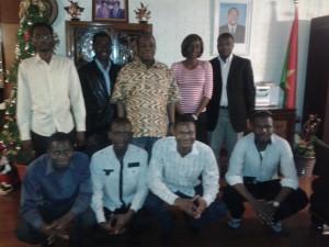 Le Bureau Executif de l'AESBT avec l'Ambassadeur du Burkina a Taipei (au milieu)