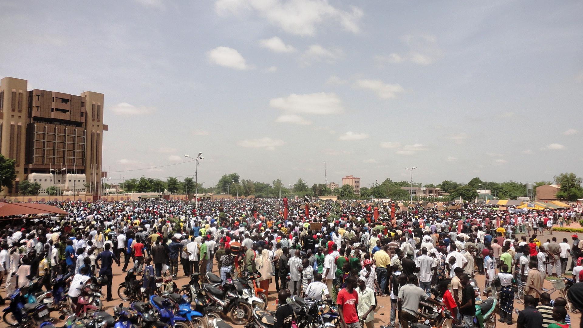 Les manifestants à la Place de la Nation ce 28 juillet 2013 (Ph : B24)