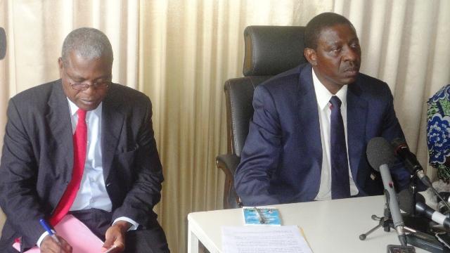 Alain Traoré estime que la presse a jeté en pâture la dignité de son Secrétaire général, Adam Barro (à  g.) (Ph :B24)