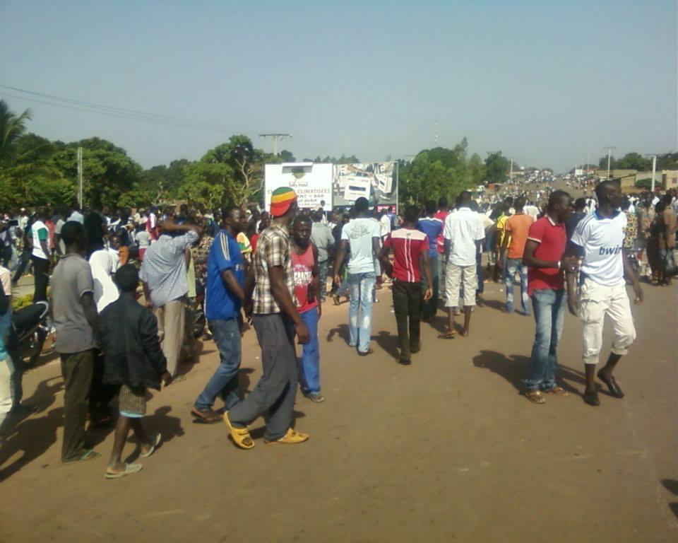 Les manifestants sur la RN1 dans la matinée du jeudi 4 juillet (Ph : Page Mouvement 29 juin)