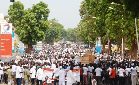 Les milliers de marcheurs du CDP sur le même itinéraire que ceux du 29 juin. Ph. B24