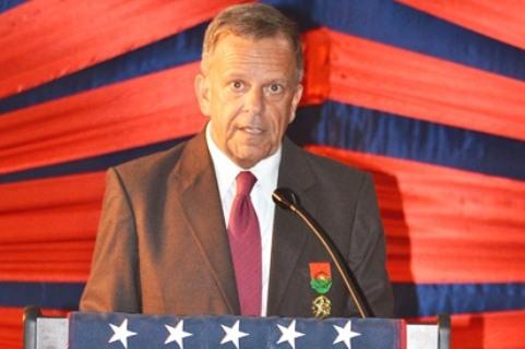 l'Ambassadeur Thomas Dougherty à l'occasion du 237ème Anniversaire de l'Indépendance des  USA
