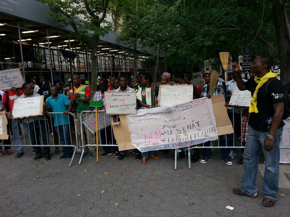 Ils étaient nombreux à manifester devant l'ambassade du Burkina aux Etats-Unis (Ph : B24)