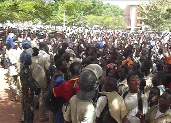 Des élèves dans la rue à Ouaga en mai 2013 (Ph : DR)