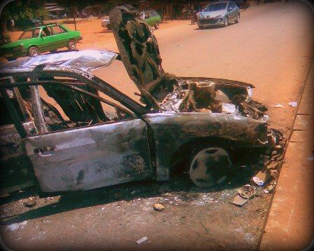 Une voiture incendiée après un accident mortel. Ph. B24
