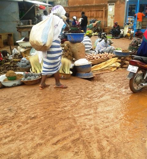 Katr yaar, un marché insalubre ©  Burkina 24