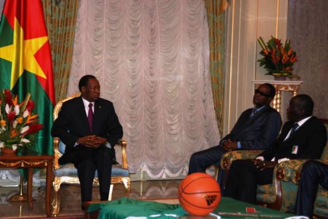 Blaise Compaoré s'est entretenu avec les Etalons basketteurs et leur encadrement technique au palais de Kossyam (Ph : B24)