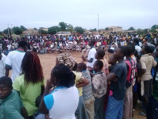 Les habitants de Toukin et Somgandé venus assister au spectacle. Ph.B24