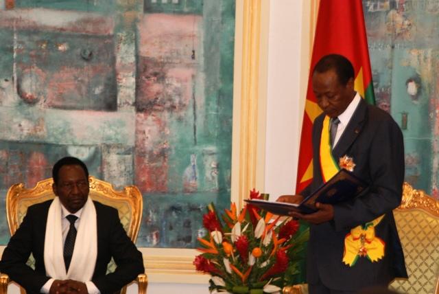 Le Président du Faso (à d.)prononçant son discours après la décoration (Ph : B24)