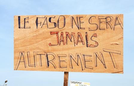 Une pancarte vue à la marche du 06 juillet. Ph.B24